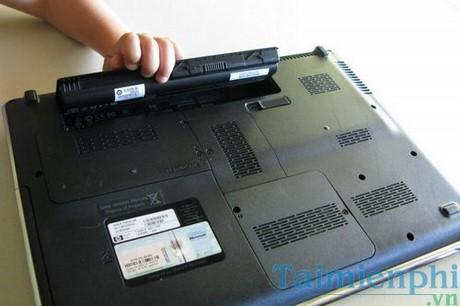 Tháo pin đúng cách để tăng độ bề của Laptop